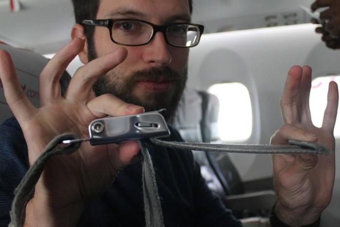 Почему в самолете всегда необходимо пристегиваться ремнями безопасности (2 фото)