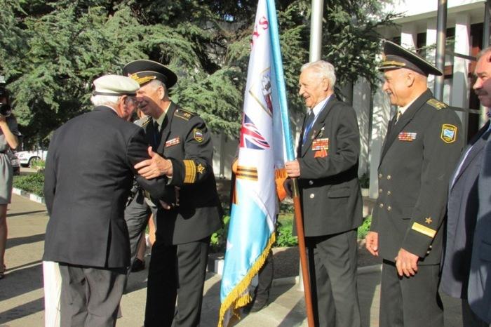 В Крым приехали британские ветераны арктических конвоев (10 фото)