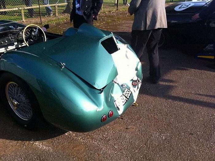 Дорогая авария на гонке классических спорткаров в Великобритании (4 фото)