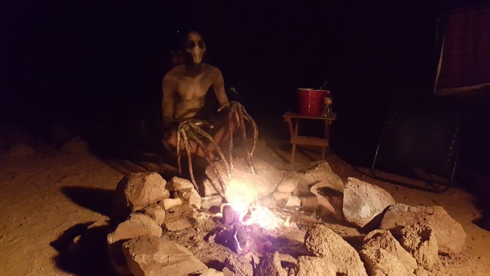 Человек-грабли жуткий персонаж на Хэллоуин (4 фото)
