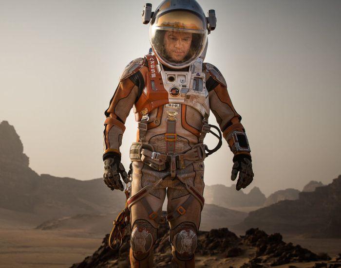 Скафандр покорителей Марса в фильме «Марсианин» и в реальности (3 фото)
