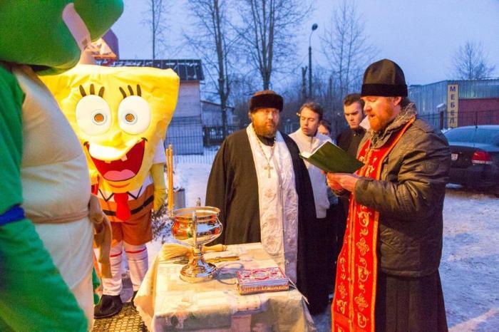 Губка Боб, Черепашка-ниндзя и два священника открыли кафе в Северодвинске (3 фото)