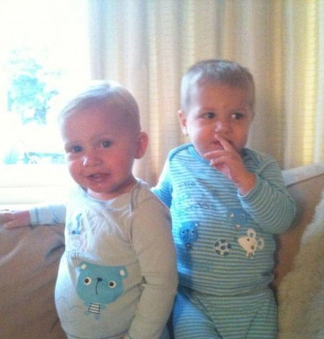В 1,5 года один из братьев-близнецов решил стать сестрой (6 фото)