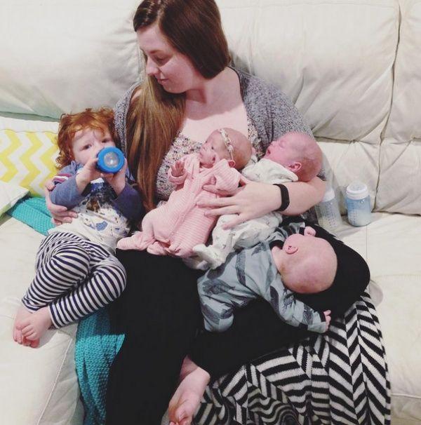 Молодая мама дважды родила тройню (16 фото)