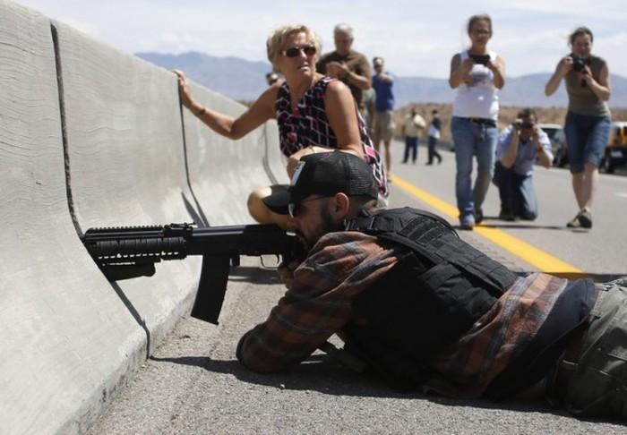 Oath Keepers («Хранители Клятвы») - крайне правые ребята из США (10 фото)