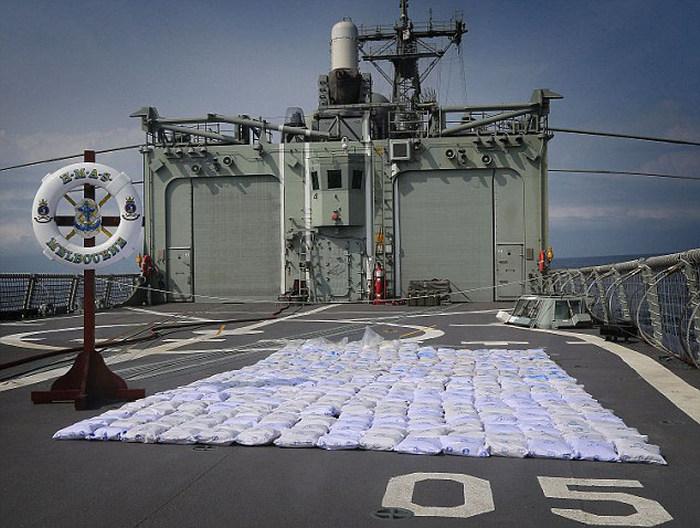 ВМС Австралии обнаружили и уничтожили 427 кг героина (6 фото)