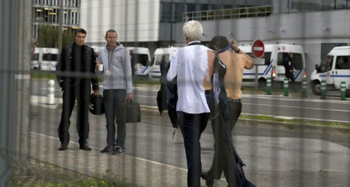 Руководителям Air France пришлось спасаться бегством от разъяренных работников (5 фото)