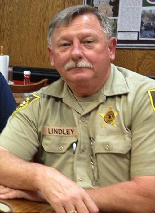 Заместитель шерифа стал новым героем сети (2 фото)
