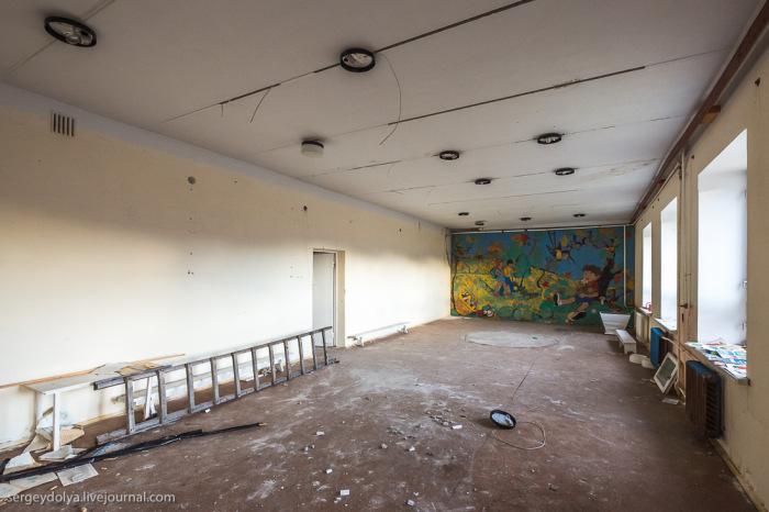 Стена детского сада, расписанная самым необычным способом (8 фото)