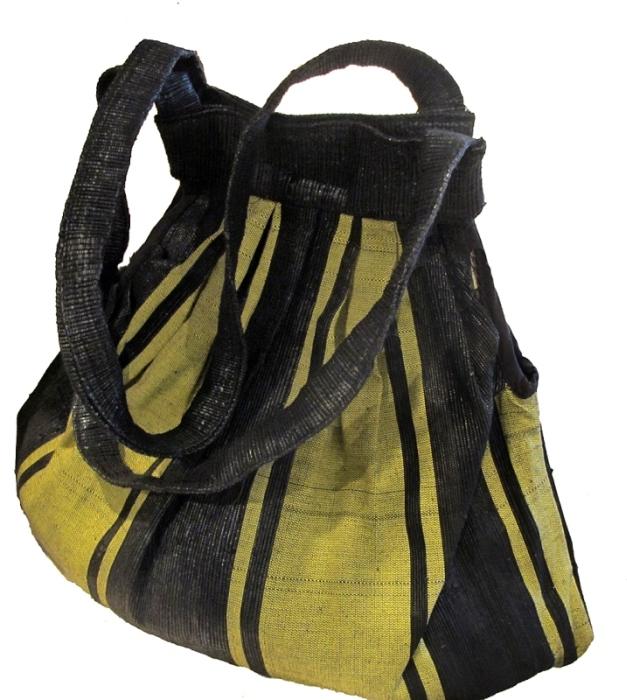 Модные сумки из использованных полиэтиленовых пакетов (27 фото)