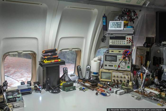 Американец превратил в дом списанный самолет Boeing (28 фото)