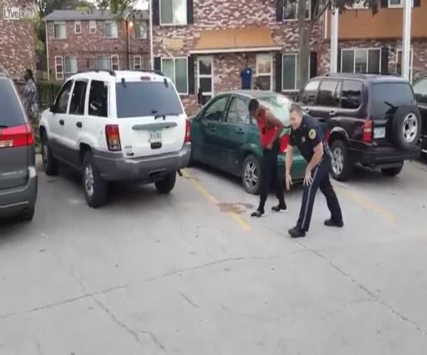 Полицейский против подростка