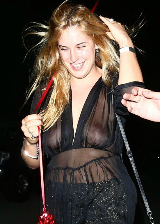 Дочь Брюса Уиллиса и Деми Мур Скаут продемонстрировала грудь на вечеринке Рианны. НЮ (4 фото)