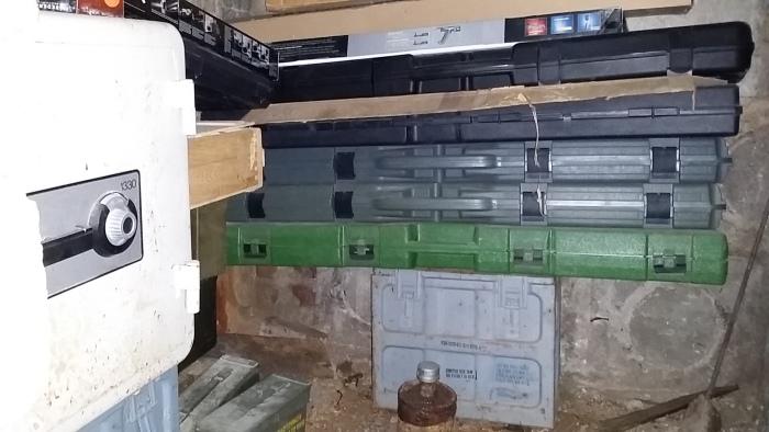 Неожиданная находка в подвале нового дома (14 фото)
