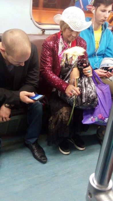 Странные пассажиры метро (41 фото)