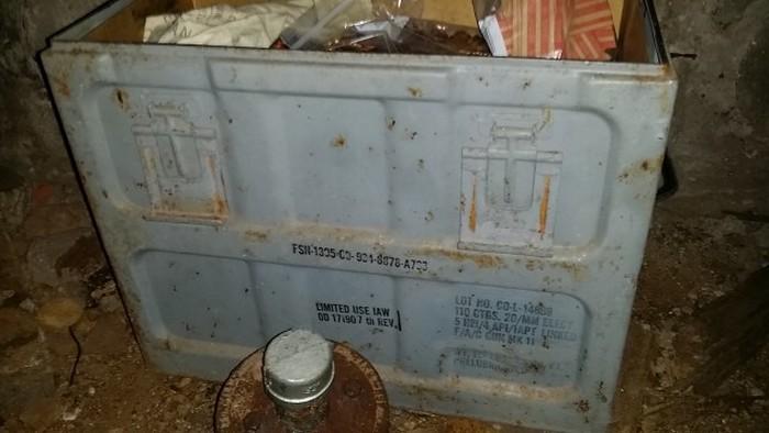 Свежие находки из арсенала в подвале нового дома (22 фото)