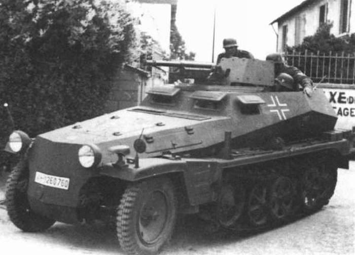 Из польской реки достали немецкий бронетранспортер времен Второй мировой войны (32 фото)