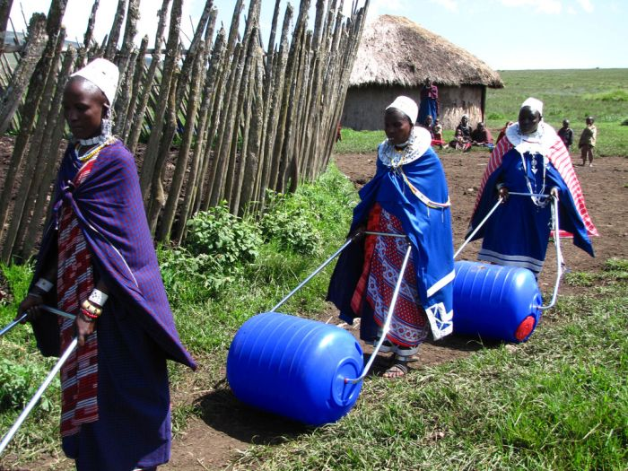 Afrika'da Uzaklara Su Taşıma İşine Çözüm (5 Fotograf )
