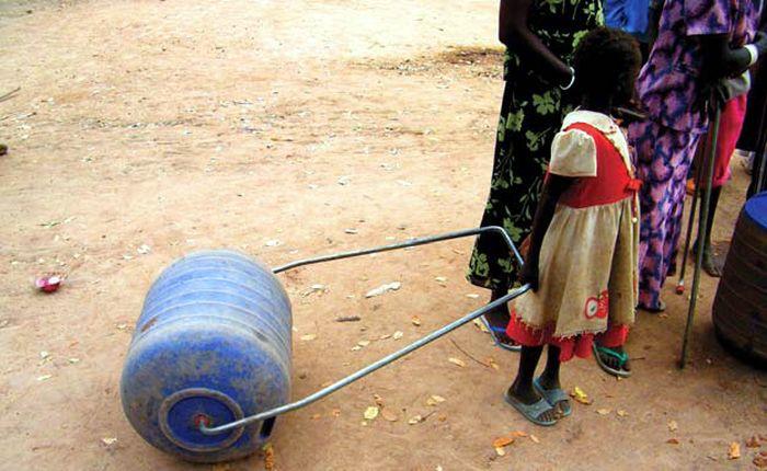 Нехитрое приспособление для доставки воды (5 фото)