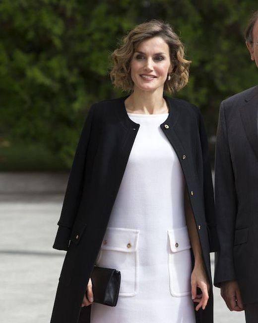 Платье и колготки королевы Испании Летисии стали предметом критики в ее адрес (3 фото)