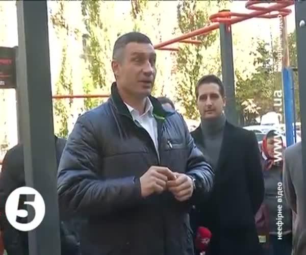 Виталий Кличко выполнил подъем-переворот