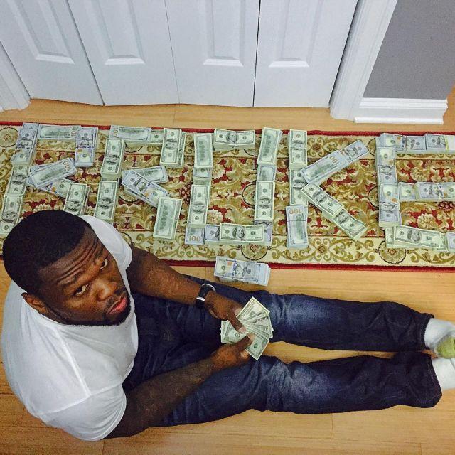Рэпер 50 Cent, ранее объявивший себя банкротом, устроил фотосет с пачками денег (2 фото + видео)