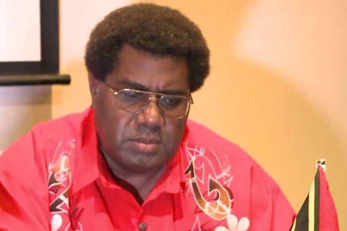 Спикер парламента Вануату помиловал самого себя (3 фото)