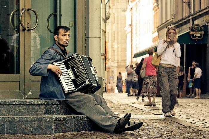 Сколько зарабатывают уличные музыканты в разных городах мира (4 скриншота)