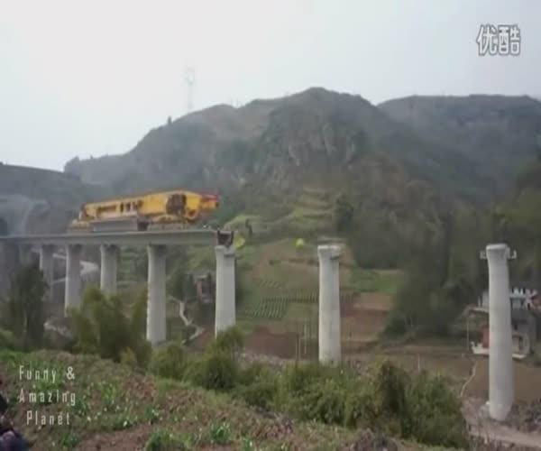 Строительство моста при помощи уникальной машины