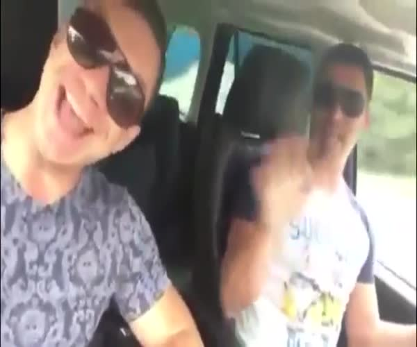 Не надо было петь за рулем