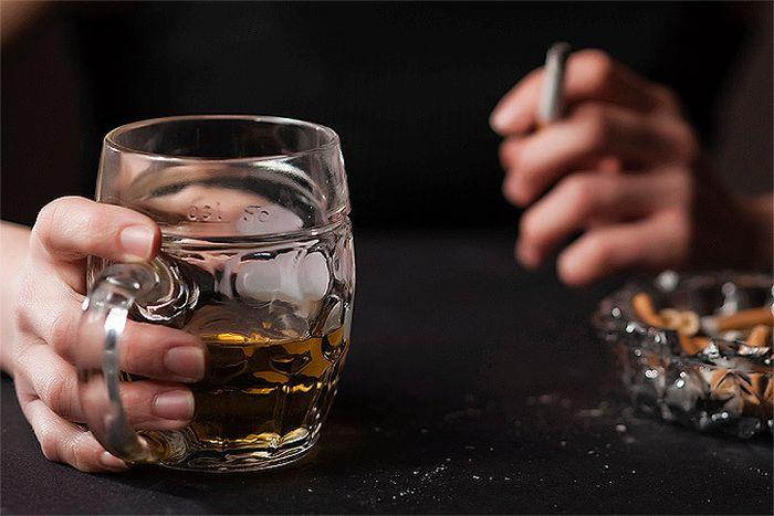 Сколько жизни отнимает каждая выкуренная сигарета и выпитая рюмка (2 фото)
