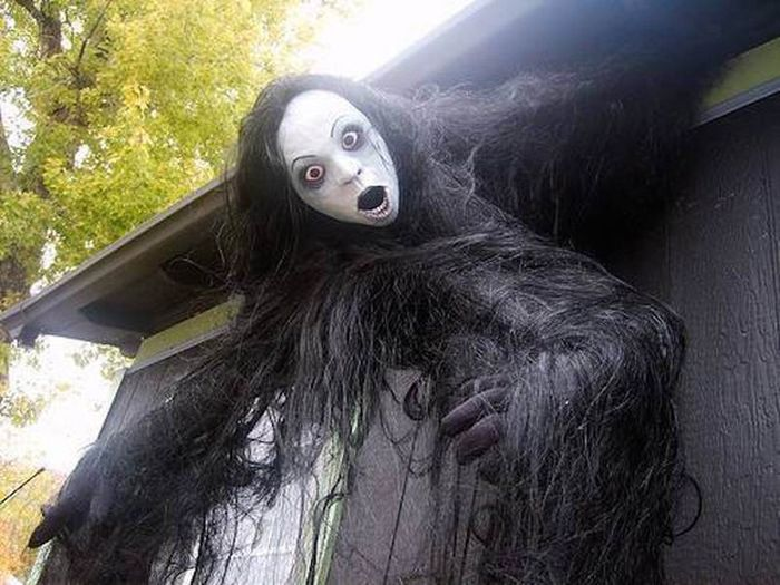 Жуткие декорации на Хэллоуин (13 фото)