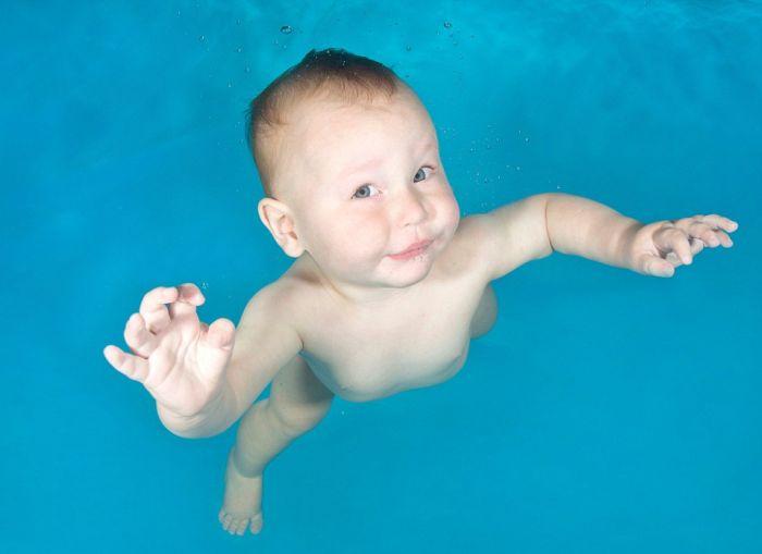 Дети под водой в фотосессии Люси Рей (13 фото)