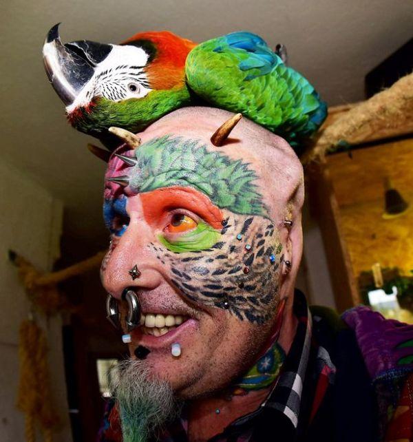 Человек-попугай Тед Ричардс удалил уши (8 фото)