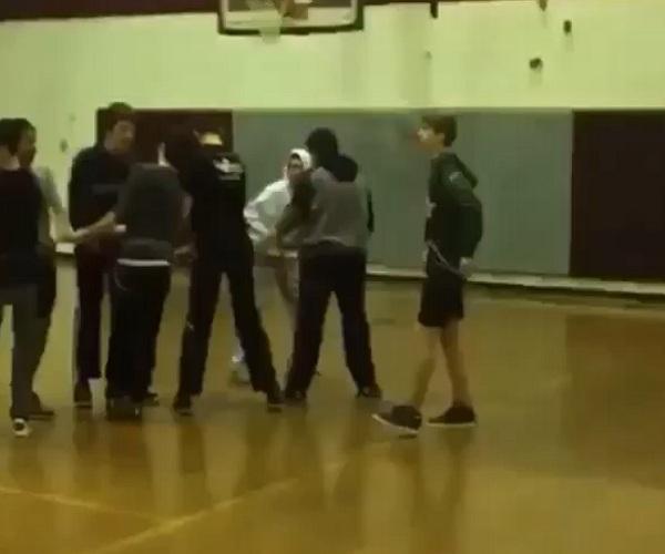 Запуск одноклассника под потолок спортзала