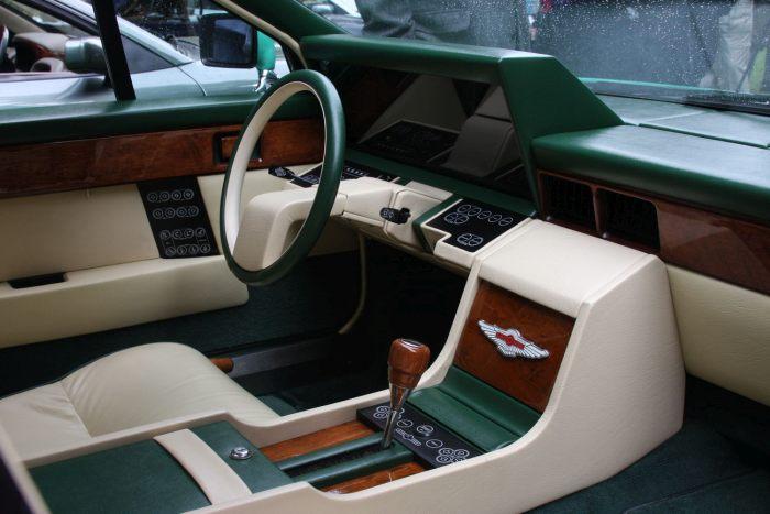 Роскошный седан Aston Martin Lagonda с интерьером космического корабля (5 фото)