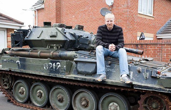 Британский инженер купил танк через интернет-аукцион (6 фото)