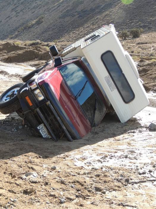 Калифорния пострадала от масшатбного оползня (16 фото)