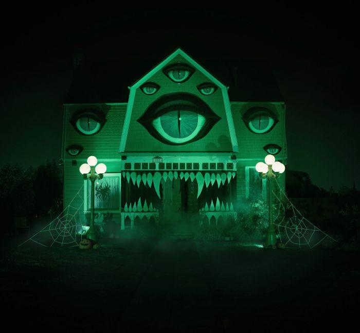Девушка декорировала родительский дом к Хэллоуину (10 фото)