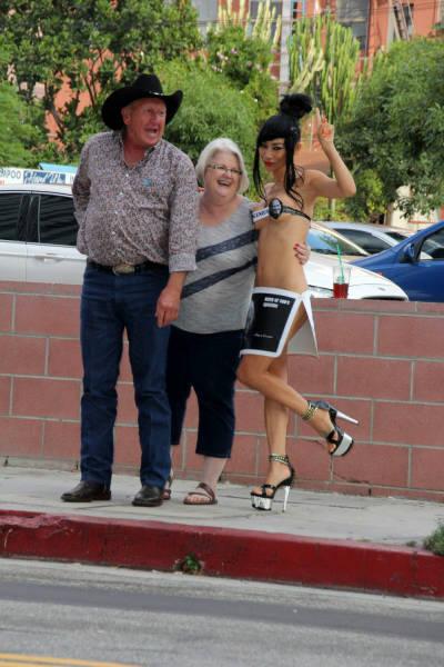 Бай Лин в откровенном наряде на улицах Лос-Анджелеса (19 фото)