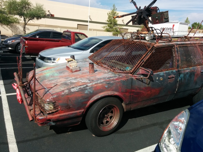 Страшная машина на случай зомби-апокалипсиса (8 фото)