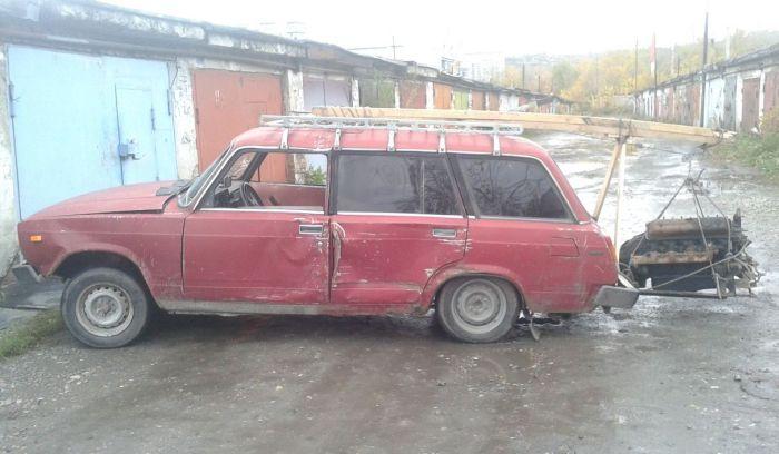 Новокузнецкие экстремалы сбросили с моста автомобиль (3 фото + видео)
