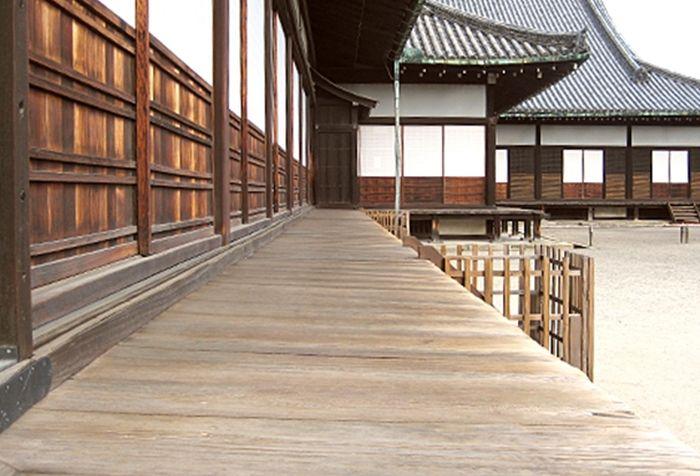 Древняя сигнализация во дворце японского императора (4 фото + видео)