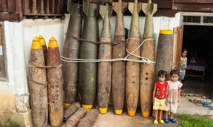 Неожиданное применение неразорвавшихся снарядов в Лаосе (10 фото)