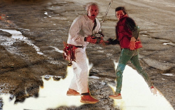 Марти Макфлай и профессор Эмет Браун из «Назад в будущее» в Барнауле (13 фото)