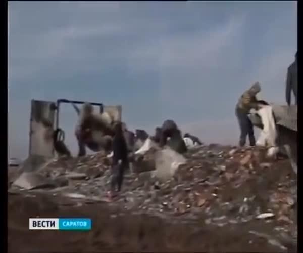 В Саратовской области перевернулась фура с водкой