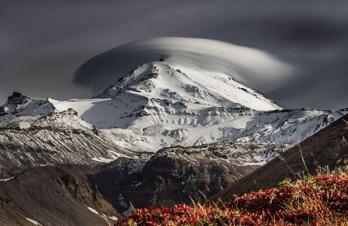 «Летающие тарелки» в небе над Камчаткой (6 фото)