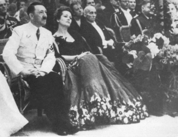 Возлюбленные диктаторов (25 фото)