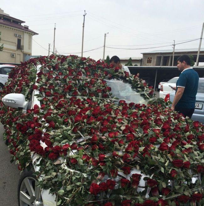 Романтик из Ташкента подарил возлюбленной огромный букет роз стоимостью более 2000 долларов (8 фото)