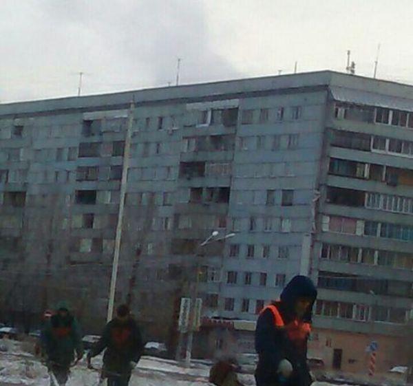 Красноярские коммунальщики постригли заснеженный газон (фото)